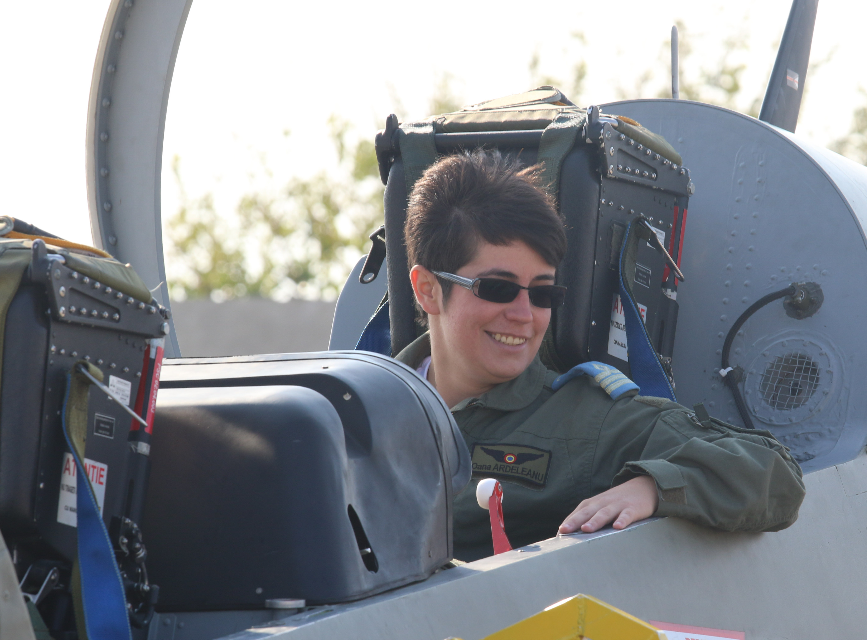 Pilot cauta femeie de nunta